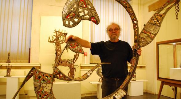 Invité d'honneur de cette deuxième biennale de la mosaïque, Gérard Brand expose ses œuvres au musée des Augustins mais aussi à l'église Saint-Éloi.